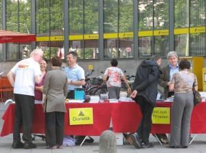 Scientology mit Informationsstand im Zentrum von München - Foto: Thomas Schneider