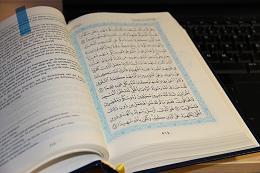 """Der """"Heilige Koran"""" - Foto: Thomas Schneider"""