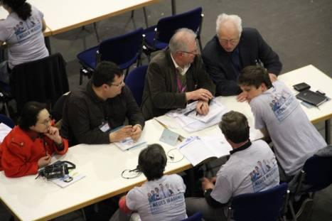 Gespräche in Tischgruppren. Foto: Thomas Schneider