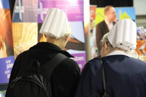Am Informationsstand der Deutschen Evangelischen Allianz. Foto: Thomas Schneider