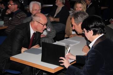 EKD-Vize Dr. Thies Gundlach im Gespräch mit Dr. Michael Diener. Foto: Thomas Schneider