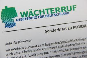 "WÄCHTERRUF-Sonderblatt ""PEGIDA"". Foto: Thomas Schneider/agwelt"