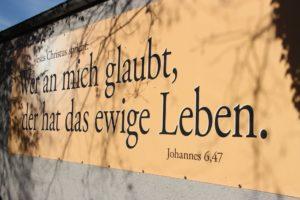 Gottes Wort - ein Ärgernis. Foto: Thomas Schneider/agwelt