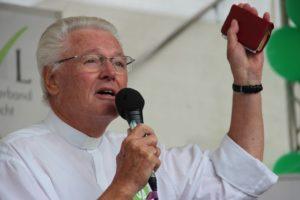 Der Evangelist Ulrich Parzany. Foto: Thomas Schneider/agwelt